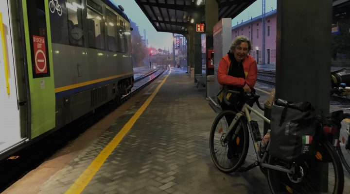 Treni, pioggia e i piaceri della rinuncia